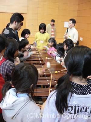 小学校音楽鑑賞会マリンバ体験